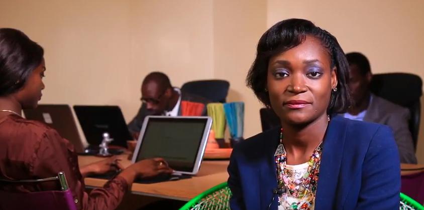 Obama sous le charme de la jeune Sénégalaise Awa Caba Source