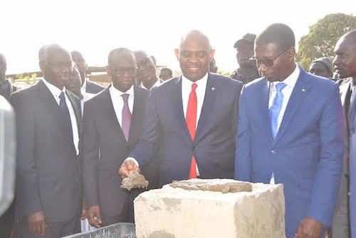 Tony O. Elumelu procède à la Pose de la premiere pierre - 2.jpg (