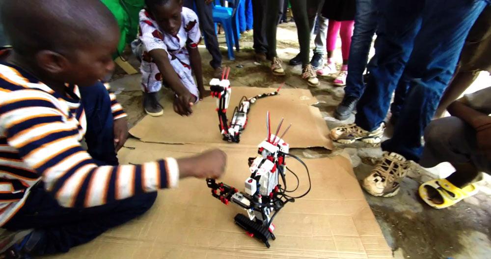 robot-boy-Mali_festival-des-sciences2