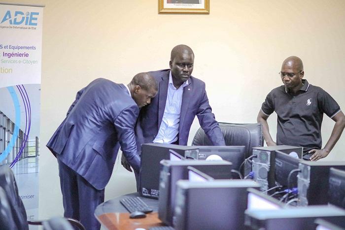 Le DG de l'ADIE visite la Salle Multimedia de Pikine installée à la Mairie pour les besoins du Conseil des ministres