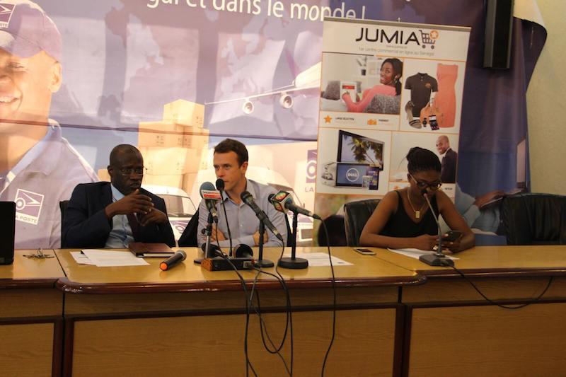 signature de contrat entre Jumia.sn et la Poste