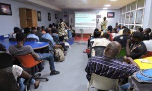 Initié par l'association des blogueurs du Cameroun avec le journaliste Didier Ndengue, le projet « je suis camerounais et je blogue » reçoit le soutien de l'Institut français du Cameroun. C'est en son sein que les blogueurs vont se réunir tous les mois pour des échanges et partager leurs expériences avec le public.