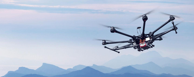 Drôle de drones sans loi au-dessus de nos têtes
