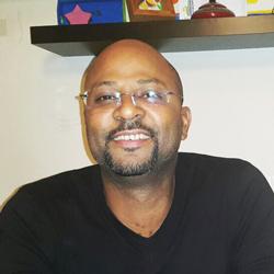 FREDERIC DACOSTA , l'entrepreneur qui se cache derrière Bazoff, l'un des restaurants les plus fréquentés  à Dakar