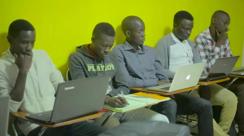 Le Programme 10.000 codeurs, fabrique de codeurs au Sénégal