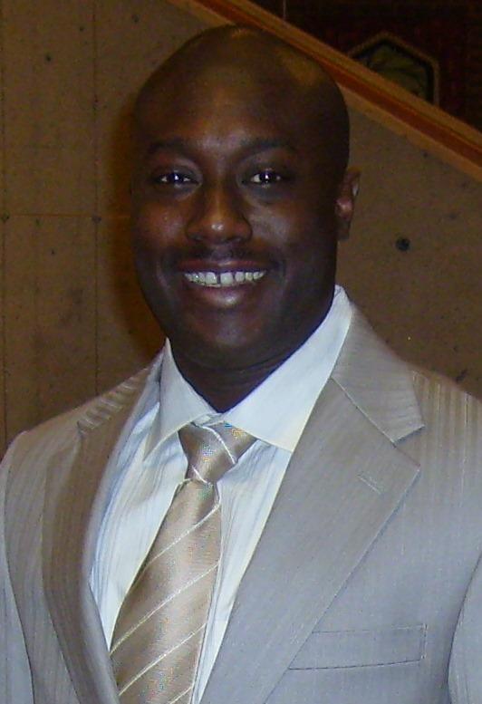 Oumar Watt gestionnaire GI/TI – Spécialiste en intelligence économique.