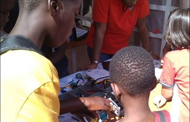 Techno Ludique à l'espace Topatoo : Comment transformer son enfant en fabricant de jouets