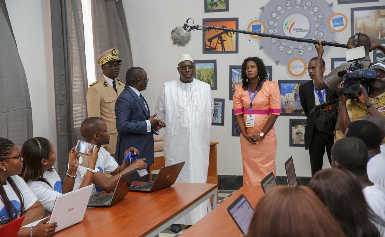 Communication digitale : la présidence lance un  Espace Numérique Mobile
