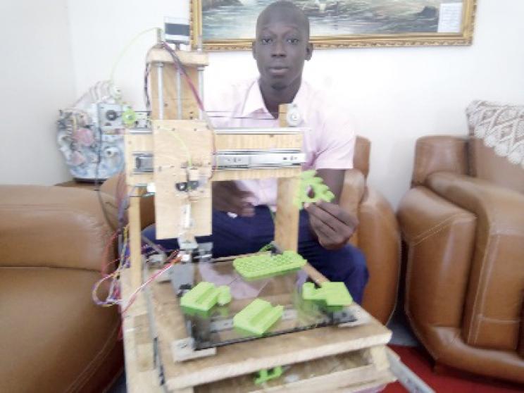 Mohamed Demba Diop fabrique une imprimante 3D avec 5.000 F CFA