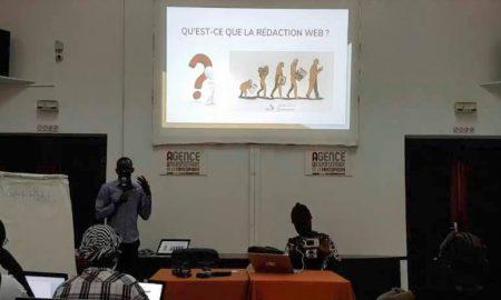 Le jeudi 12 octobre 2017, j'ai été invité par l'initiative Hacks/Hackers pour faire une communication sur les techniques de rédaction web. Durant cette présentation nous avons ensemble passé en revue l'essentiel des questions liées aux techniques de rédaction web.