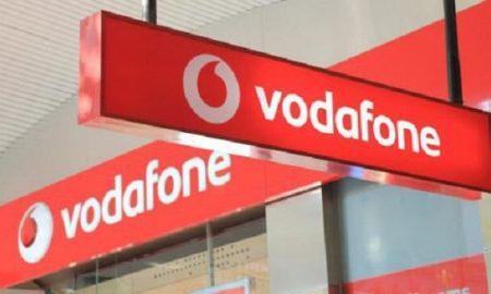 Pendant que les responsables de Vodafone-Cameroun s'évertuent pour l'obtention d'une nouvelle licence, les employés ne croisent pas les bras. De leur côté, ils initient des négociations pour sauver leur emploi mais aussi pour permettre à leur structure de reconnecter ses nombreux abonnés. C'est dire que le « le feuilleton Vodafone » Cameroun n'est pas prêt de s'arrêter.