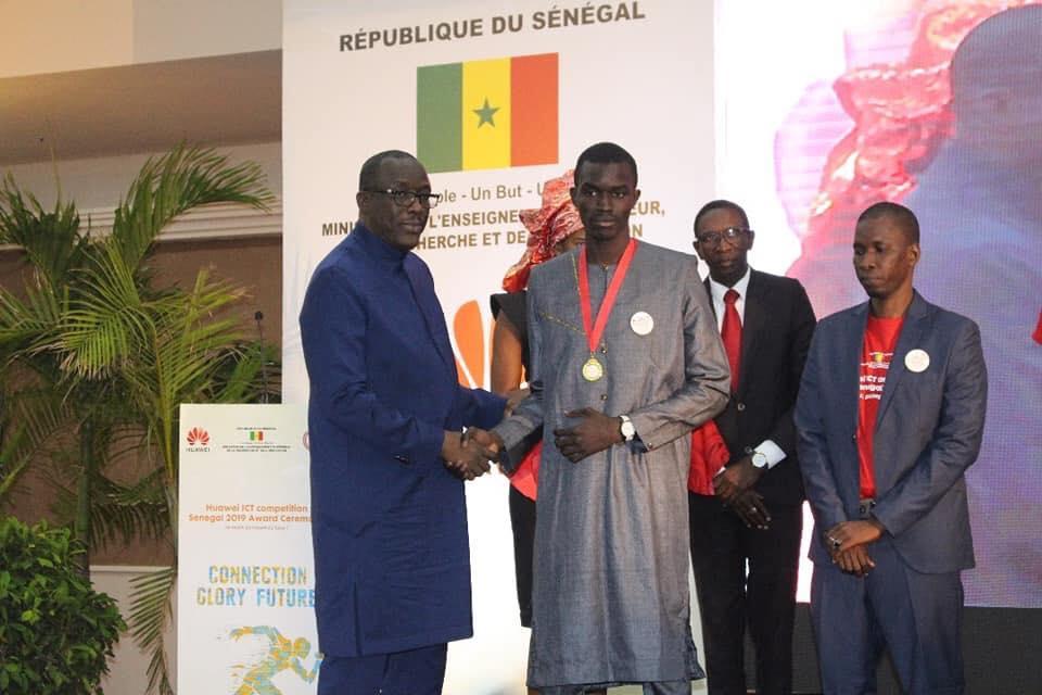 Mouhamed Ndiaye de l'Ecole Polytechnique de Thiès remporte le concours Huawei ICT Competition Sénégal 2019