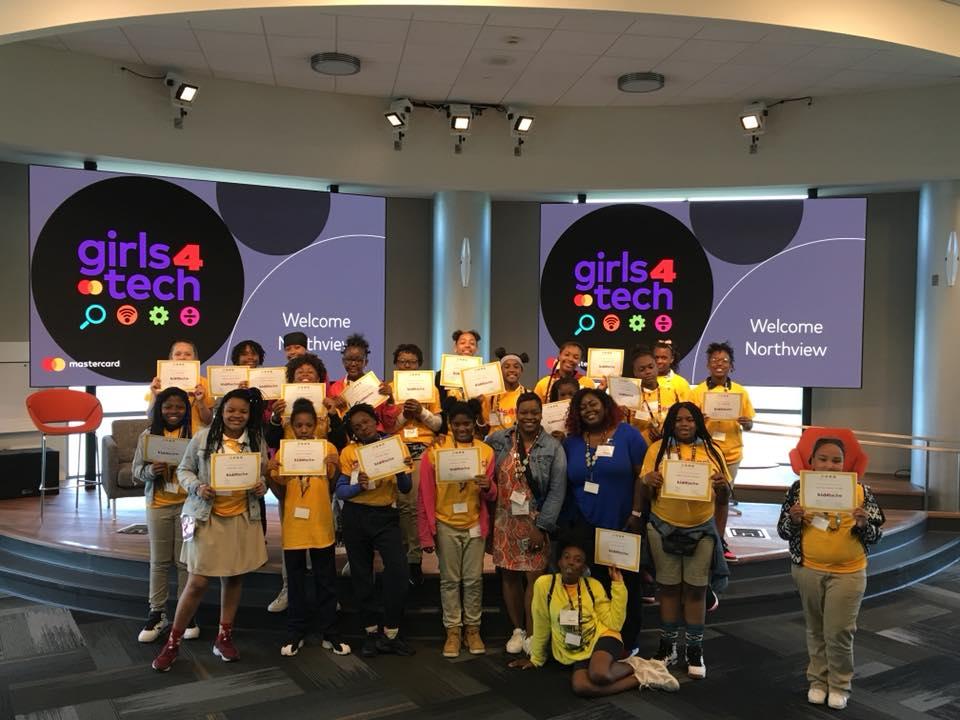 Girls4Tech: Mastercard veut former un million de filles en cyber sécurité