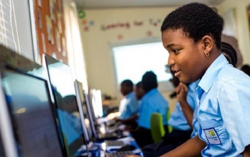 """Fatou Dème Diop, institutrice: """"Utiliser Internet à l'élémentaire pour une meilleure formation..."""""""