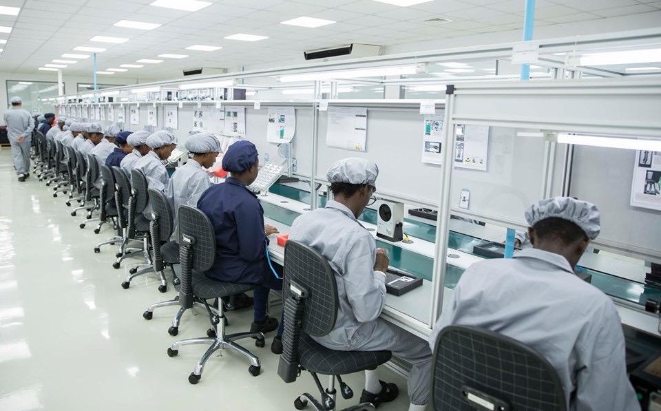 Paul KAGAME inaugure la 1ère usine de fabrication de smartphones en Afrique