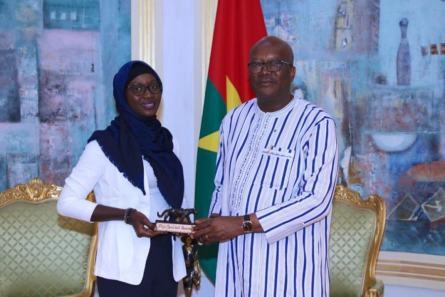 Le président KABORE du Burkina Faso et la lauréate Awa LY