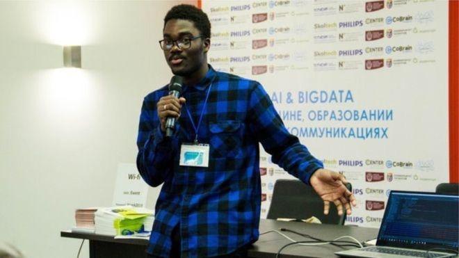 Un jeune béninois crée un bot qui lit des SMS en langue locale pour sa maman
