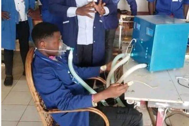 Covid 19:  un ingénieur camerounais  invente  un appareil d'assistance respiratoire solaire à 2 patients
