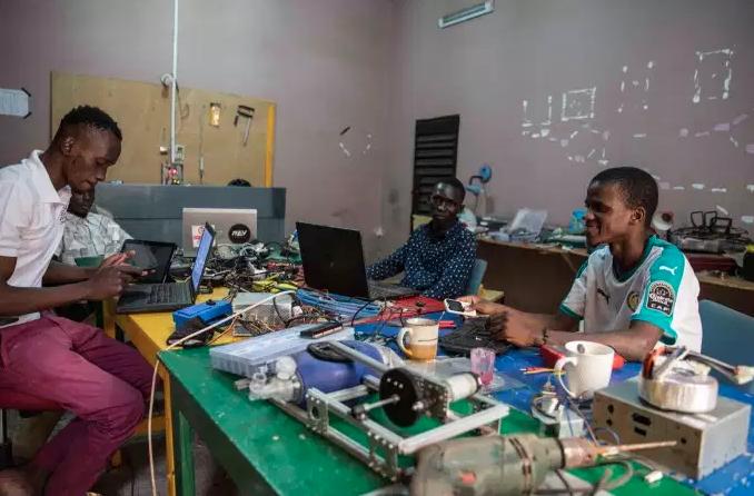 Covid 19 au Mali: DoniFab développe un respirateur artificiel et un robot qui nettoie les hôpitaux