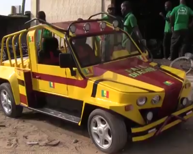 SENEGAL: Un mécanicien fabrique une voiture