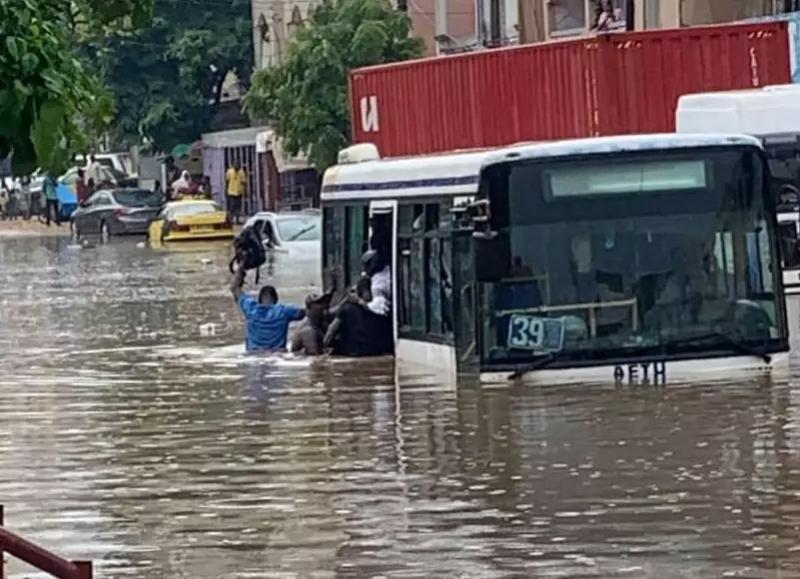 Aide d'urgence aux sinistrés des inondations: Macky débloque 10 milliards FCFA