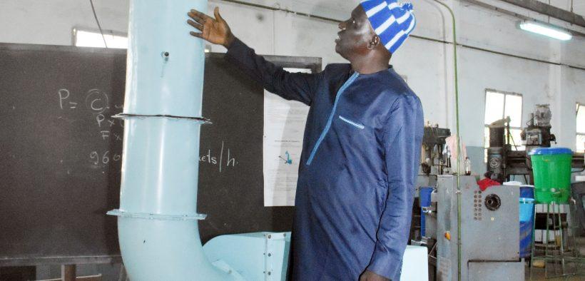 Sanoussi Diakité invente un  équipement de lutte antiacridienne par procédé mécanique