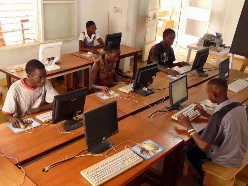 Côte d'Ivoire : La presse en ligne invitée à modérer ses contenus sur les réseaux sociaux