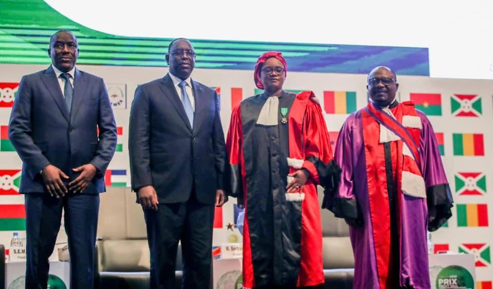 CAMES:  Pr Fatou Bintou Sarr reçoit le Prix Macky Sall pour la Recherche