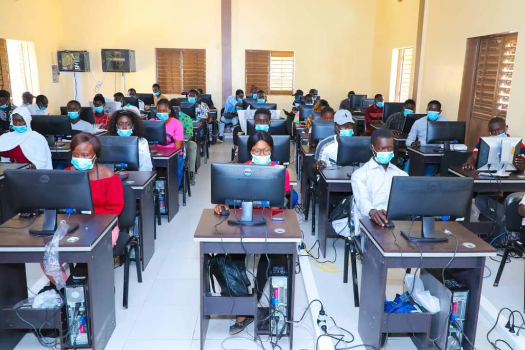 Palmarin- l'ADIE initie des jeunes à l'informatique de base