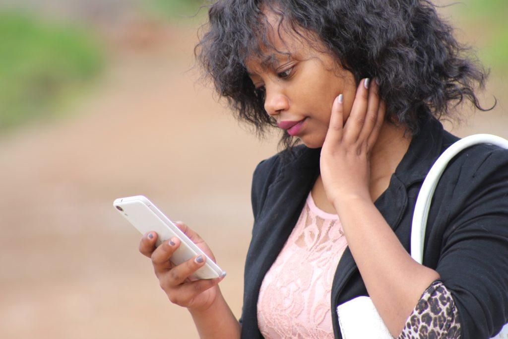 Vivre sans smartphone, Whatsapp, Facebook…: ces personnes qui résistent encore à la tentation des réseaux sociaux