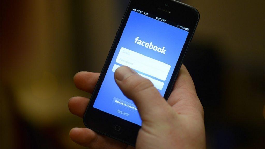 Facebook fait de grands  progrès dans la prévention des contenus préjudiciables et la protection de la vie privée (Rapport)