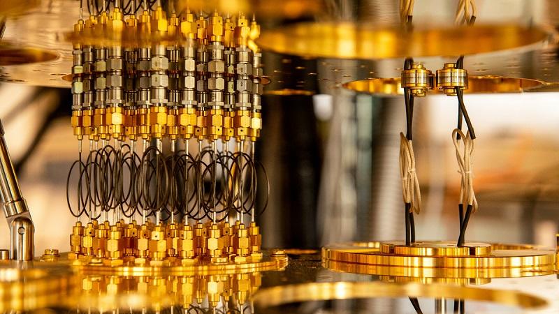 Ordinateur quantique: Macron débourse 1,8 milliard d'euros