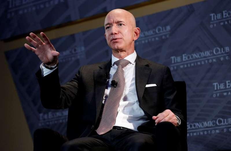 Jeff Bezos quitte ses fonctions de DG d'Amazon