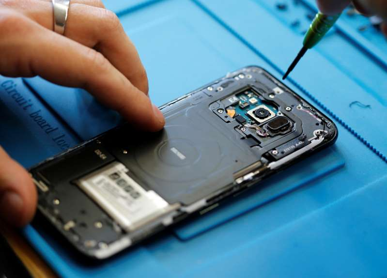 La France envisage de limiter le renouvellement anticipé des smartphones