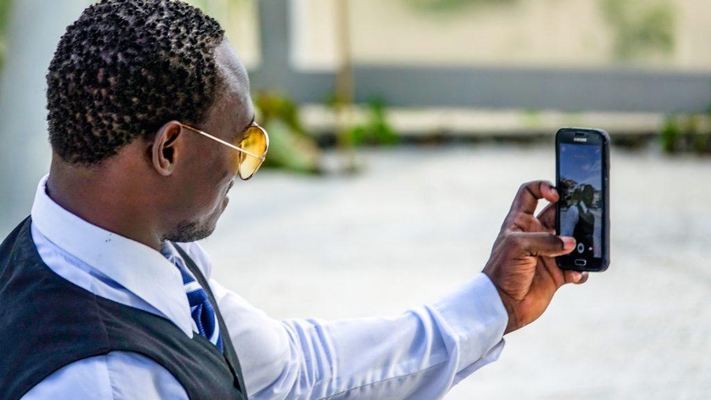 Avoir un smartphone sous Android favorise le célibat