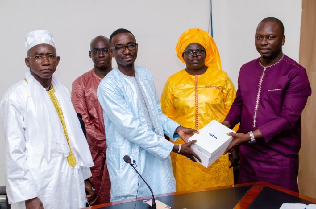 Dématérialisation : GAINDE 2000 offre une vingtaine de tablettes au Ministère du Commerce