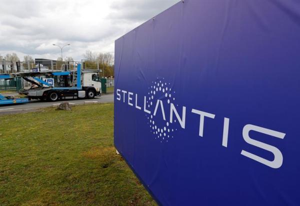 Voiture connectée:  Stellantis s'allie à Foxconn