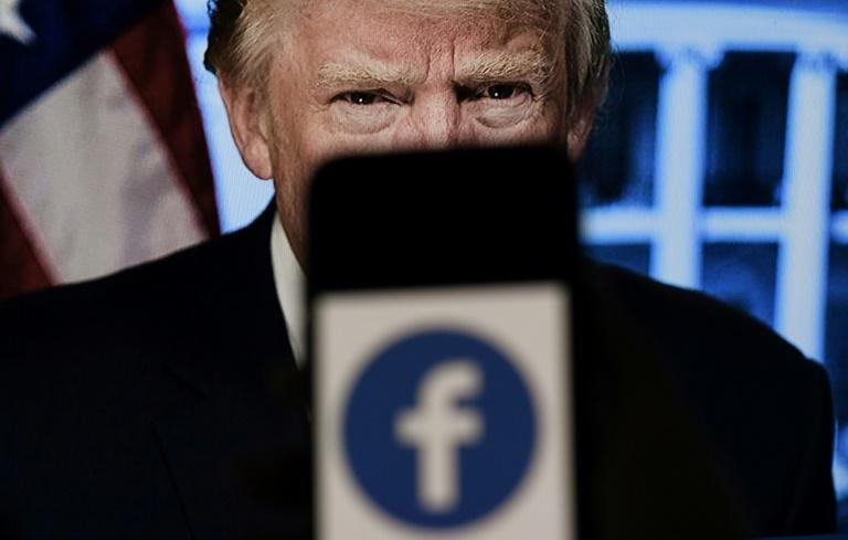 Réseaux sociaux: Donald Trump reste banni de Facebook et Instagram