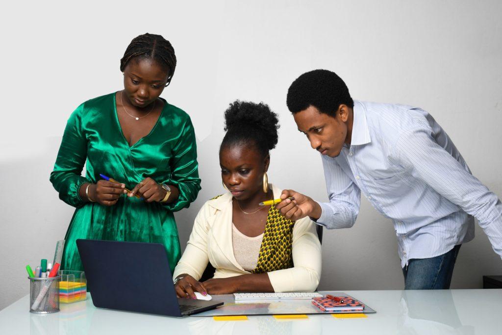 Ne le partagez pas, signalez-le : Facebook et ses partenaires en Afrique francophone prennent position sur le contenu relatif aux abus sur les enfants