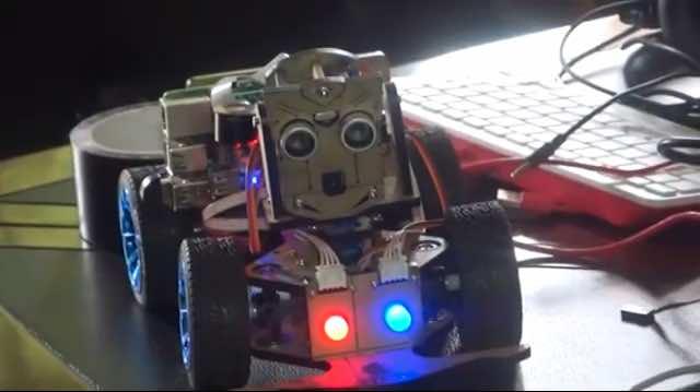 Un jeune  camerounais invente un robot humanoïde