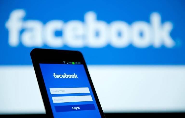 Enquête sur la désinformation: Facebook suspend des comptes d'universitaires