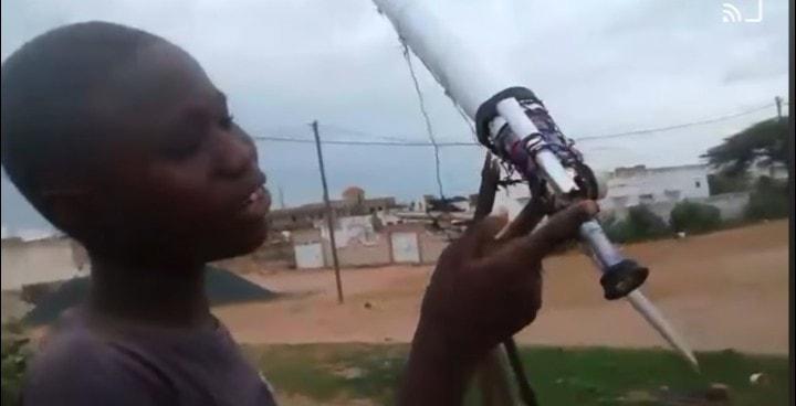 A 12 ans, il fabrique une lunette astronomique avec des débris de canettes pour observer les étoiles
