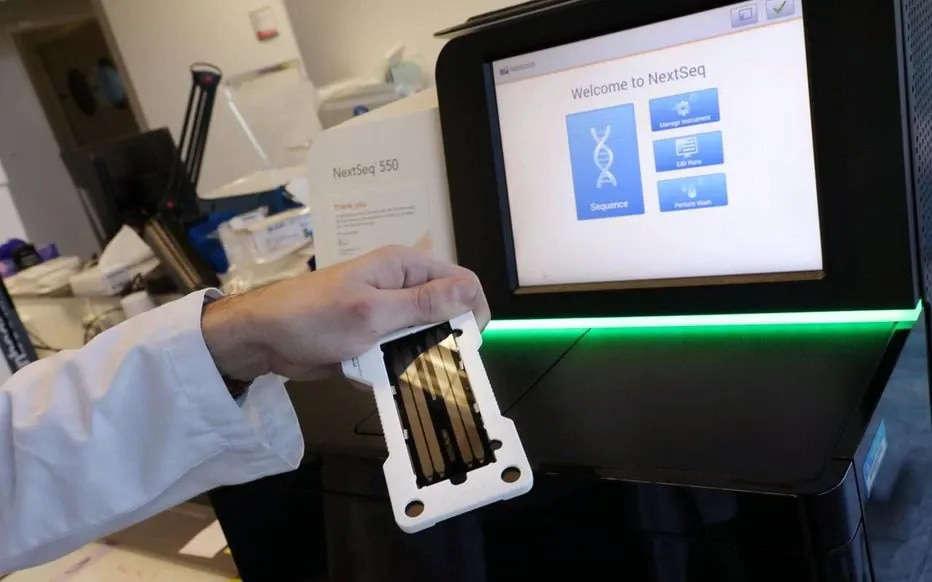 ADN: Un Français récompensé pour une technique de séquençage en première ligne dans la pandémie