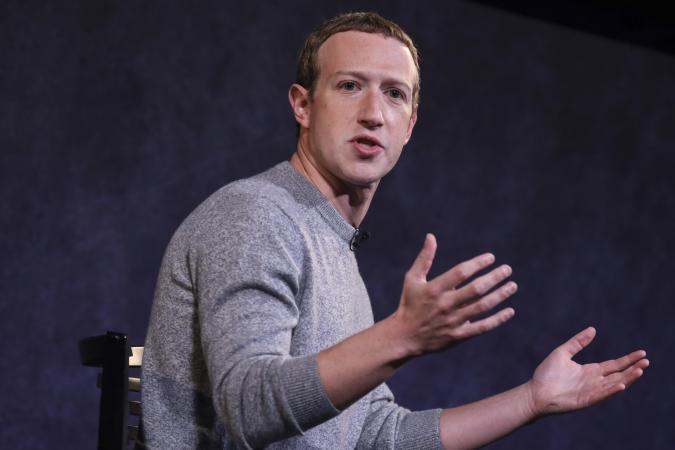 Accusations, panne, Zuckerberg se défend et appelle à un meilleur encadrement d'Internet