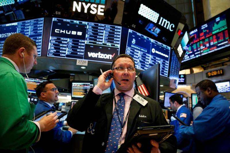 Wall Street plombée par la technologie, Facebook perd 7 milliards de dollars